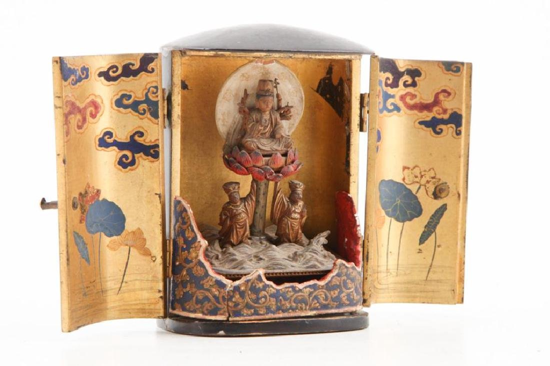JAPANESE MEIJI PERIOD WOOD BUDDHA IN LACQUER CASE