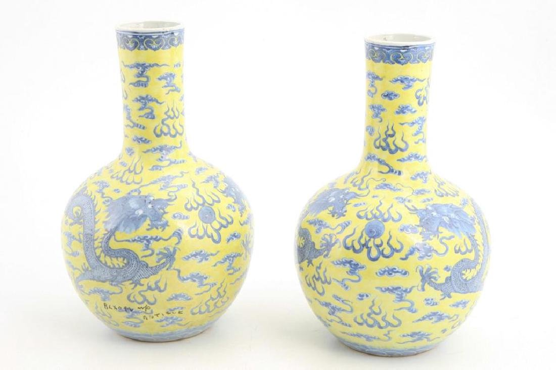 CHINESE BOTTLE VASE - MARK & PERIOD OF YONGZHENG