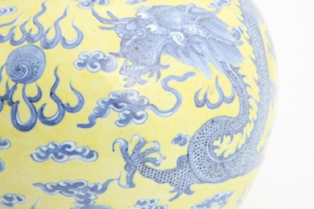 CHINESE BOTTLE VASE - MARK & PERIOD OF YONGZHENG - 6