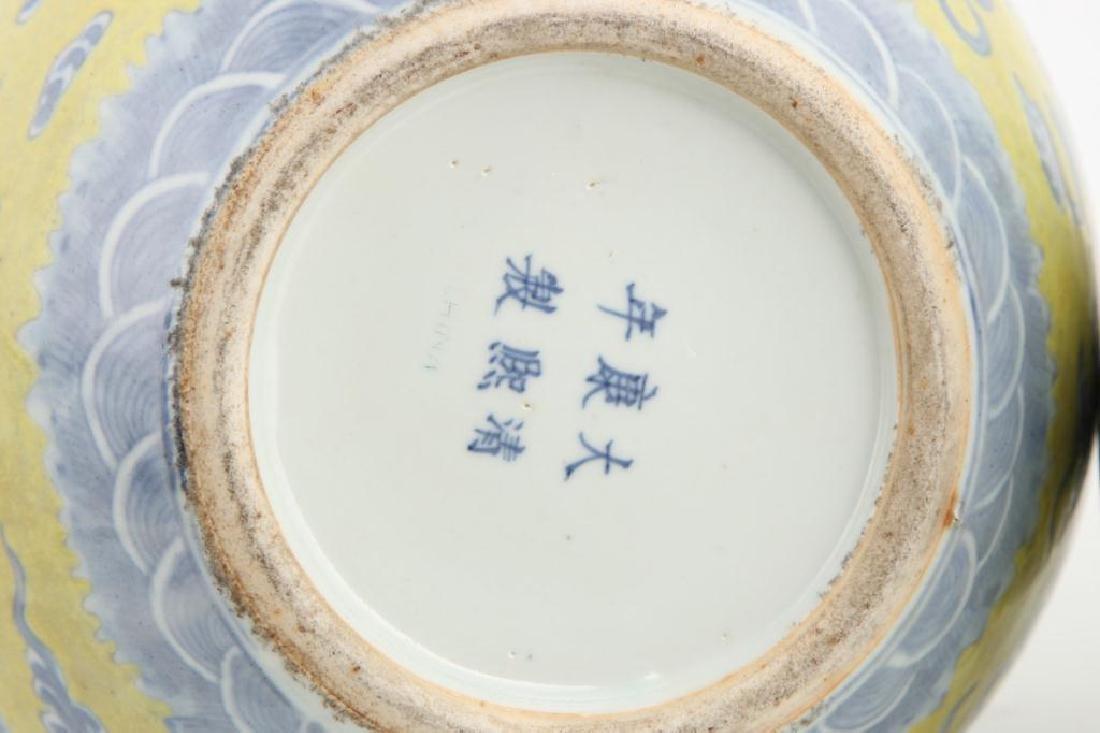 CHINESE BOTTLE VASE - MARK & PERIOD OF YONGZHENG - 9