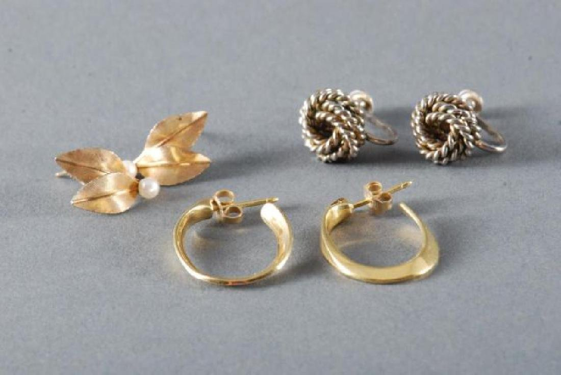 (1) PAIR OF 18K GOLD EARRINGS and (2) OTHERS - 5