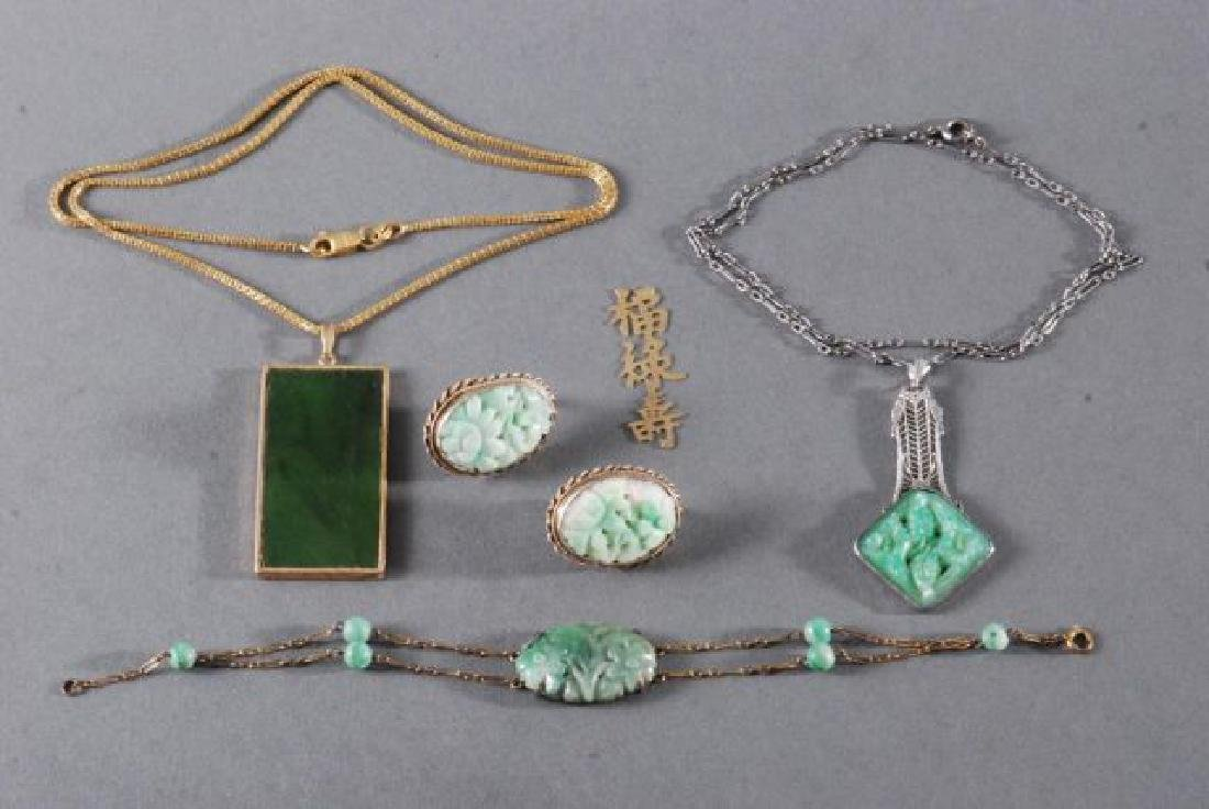 (4) PIECES OF JEWELRY SET with JADE