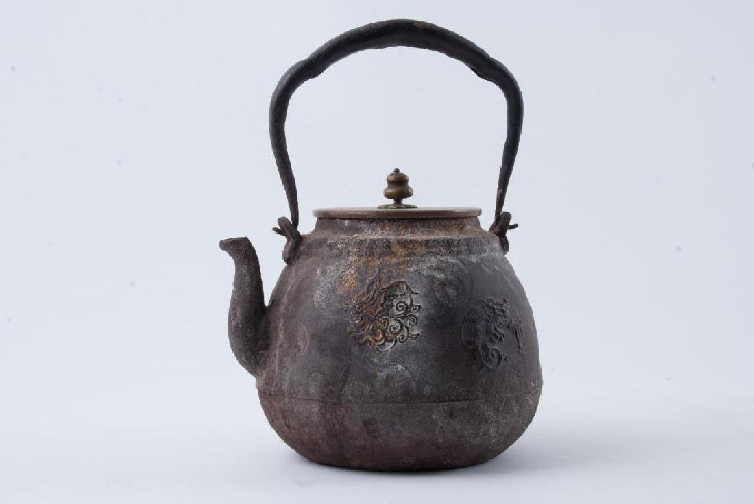 EARLY JAPANESE CAST IRON TEA POT