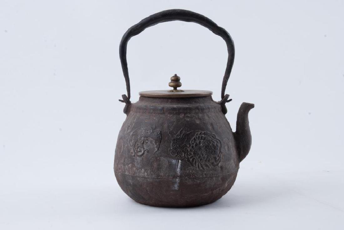 EARLY JAPANESE CAST IRON TEA POT - 3