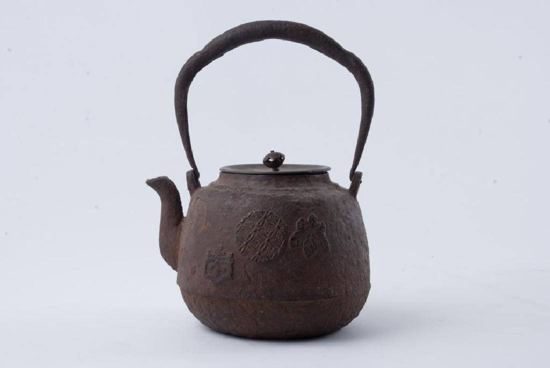 EARLY JAPANESE CAST IRON TEAPOT