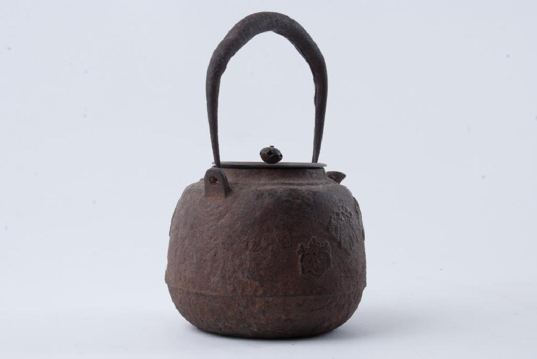 EARLY JAPANESE CAST IRON TEAPOT - 2