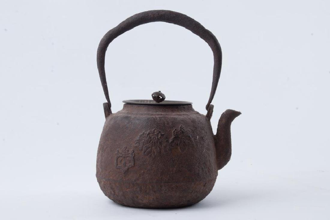 EARLY JAPANESE CAST IRON TEAPOT - 3