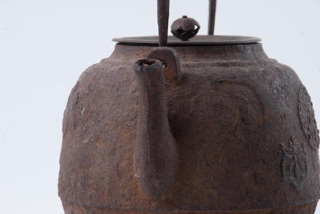 EARLY JAPANESE CAST IRON TEAPOT - 5