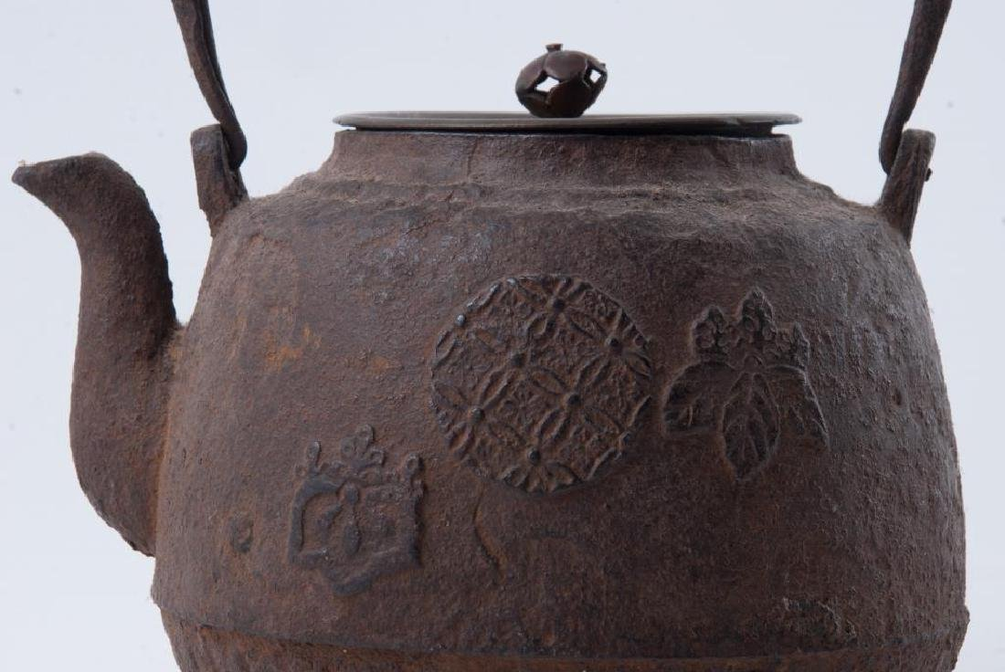 EARLY JAPANESE CAST IRON TEAPOT - 6