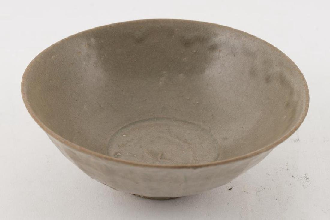 (2) EARLY CHINESE LONGQUAN CELEDON BOWLS - 4