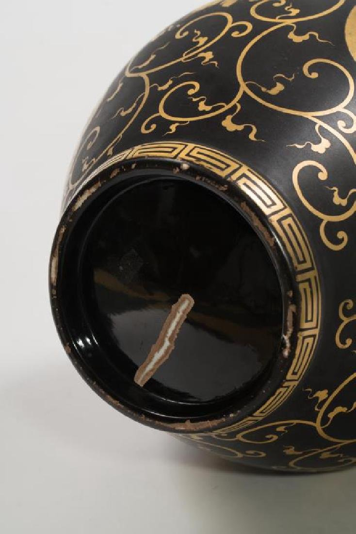 CHINESE FAMILLE NOIRE COVERED VASE - 10