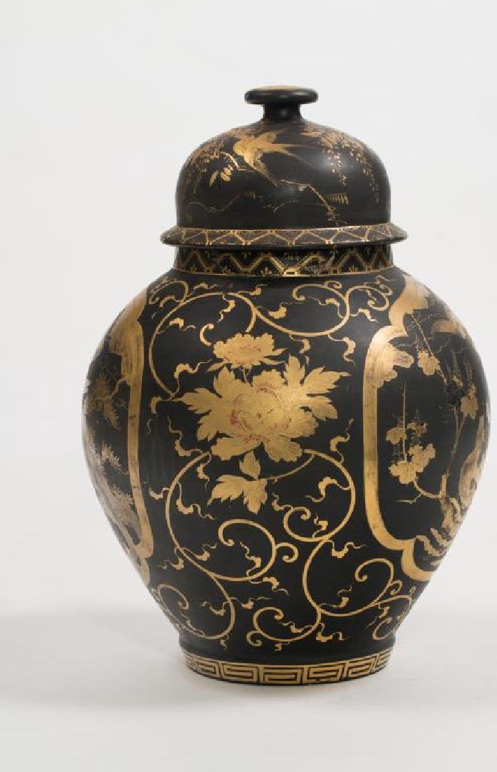 CHINESE FAMILLE NOIRE COVERED VASE - 2