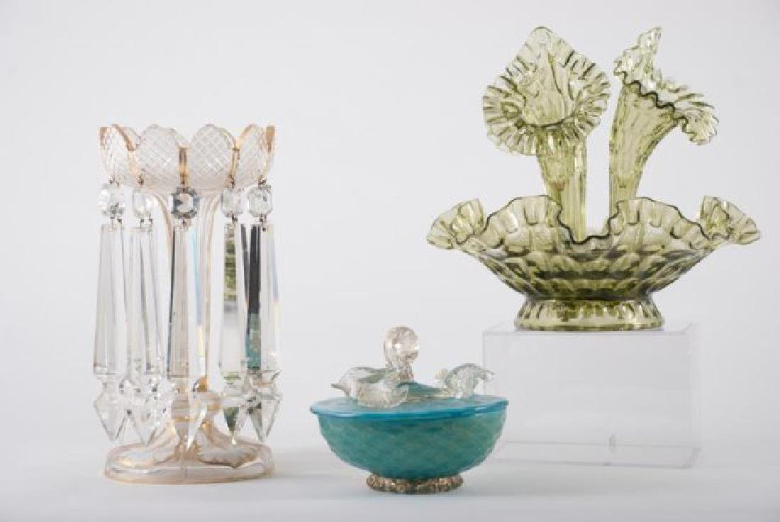 COLLECTION OF VINTAGE DECORATIVE GLASS  ITEMS