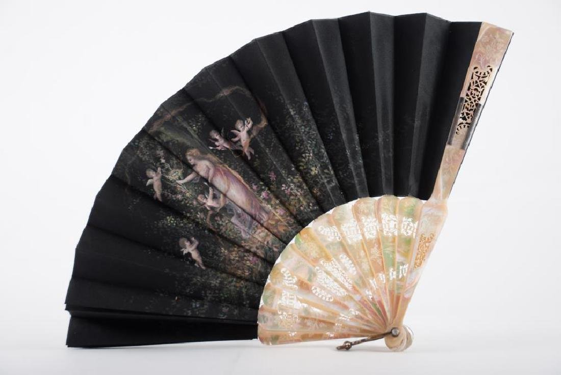 (Early 20th c) CONTINENTAL FAN w/ MOTHER OF PEARL