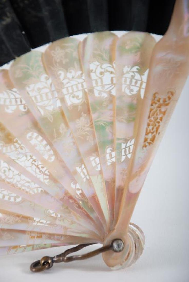 (Early 20th c) CONTINENTAL FAN w/ MOTHER OF PEARL - 4