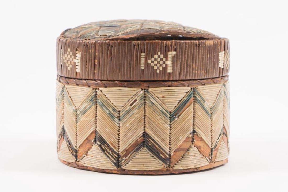 ANTIQUE NATIVE AMERICAN QUILL BOX