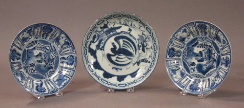 148: Three pieces of blue and white Chinese Export porc