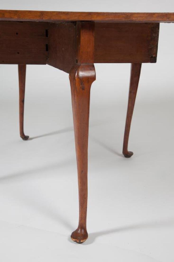 (18th c) QUEEN ANN DROP LEAF MAPLE TABLE - 3
