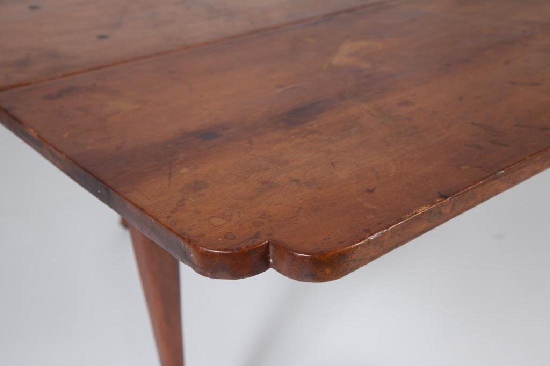 (18th c) QUEEN ANN DROP LEAF MAPLE TABLE - 4