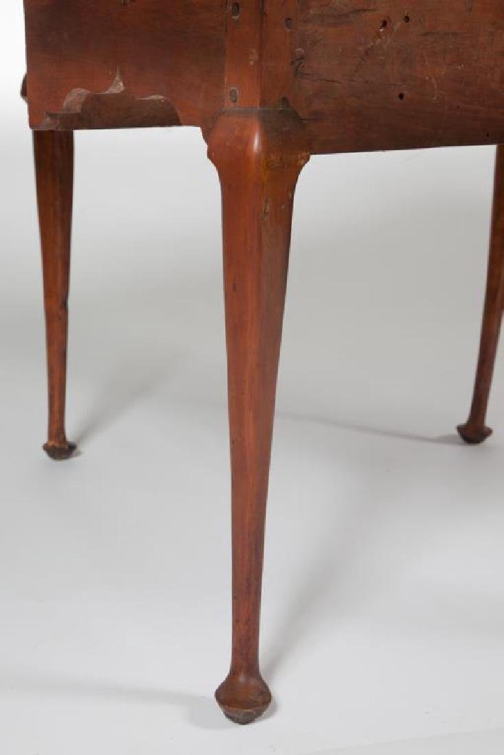 (18th c) QUEEN ANN DROP LEAF MAPLE TABLE - 5