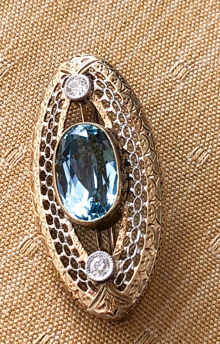 14k GOLD BROOCH SET AQUA MARINE & DIAMONDS