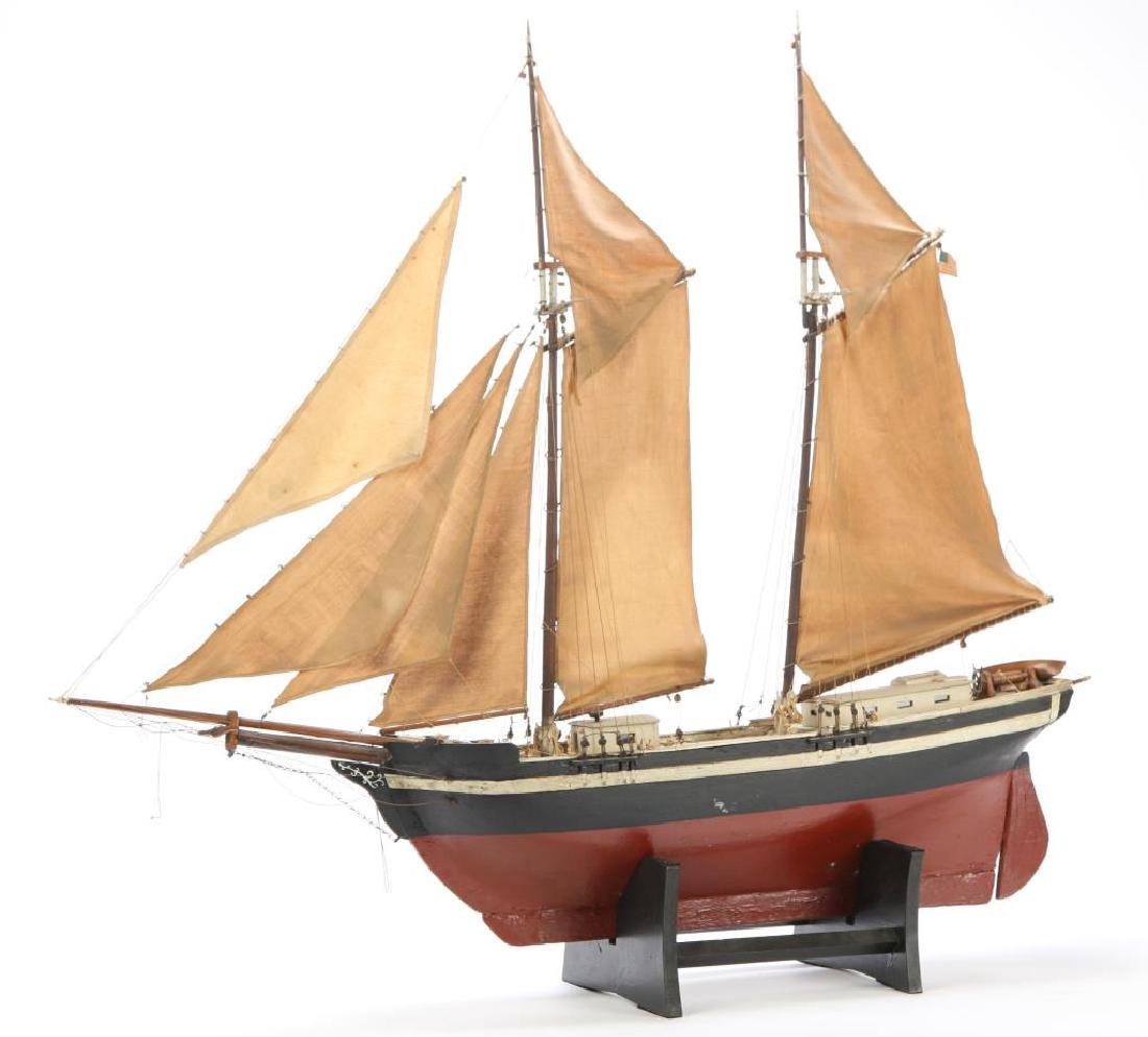 WONDERFUL ANTIQUE MODEL OF A SCHOONER