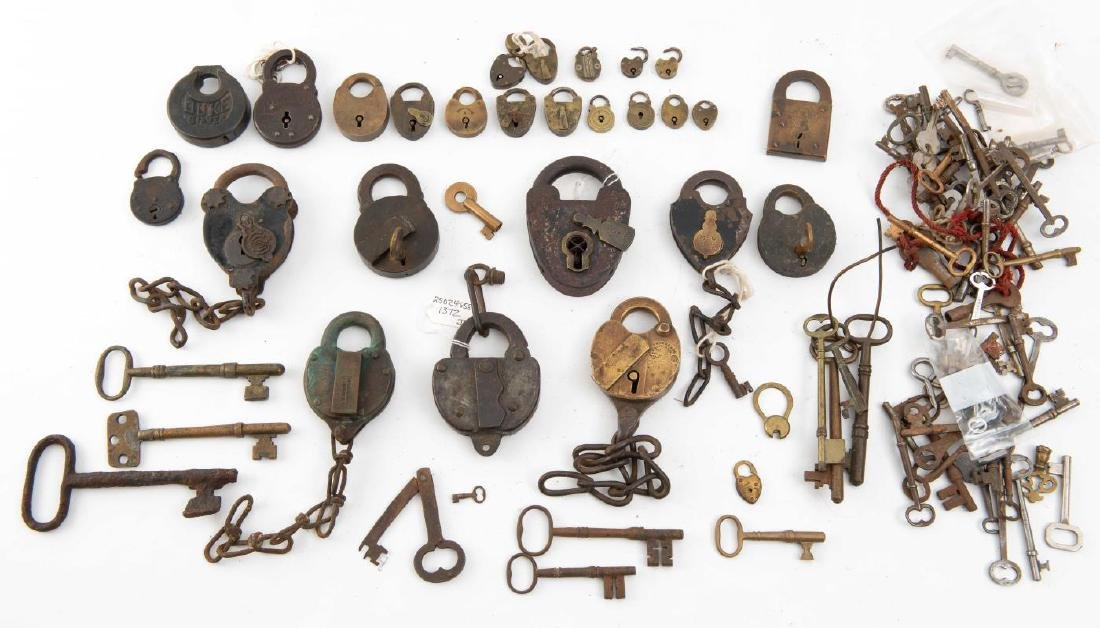 LARGE COLLECTION OF PADLOCKS & KEYS