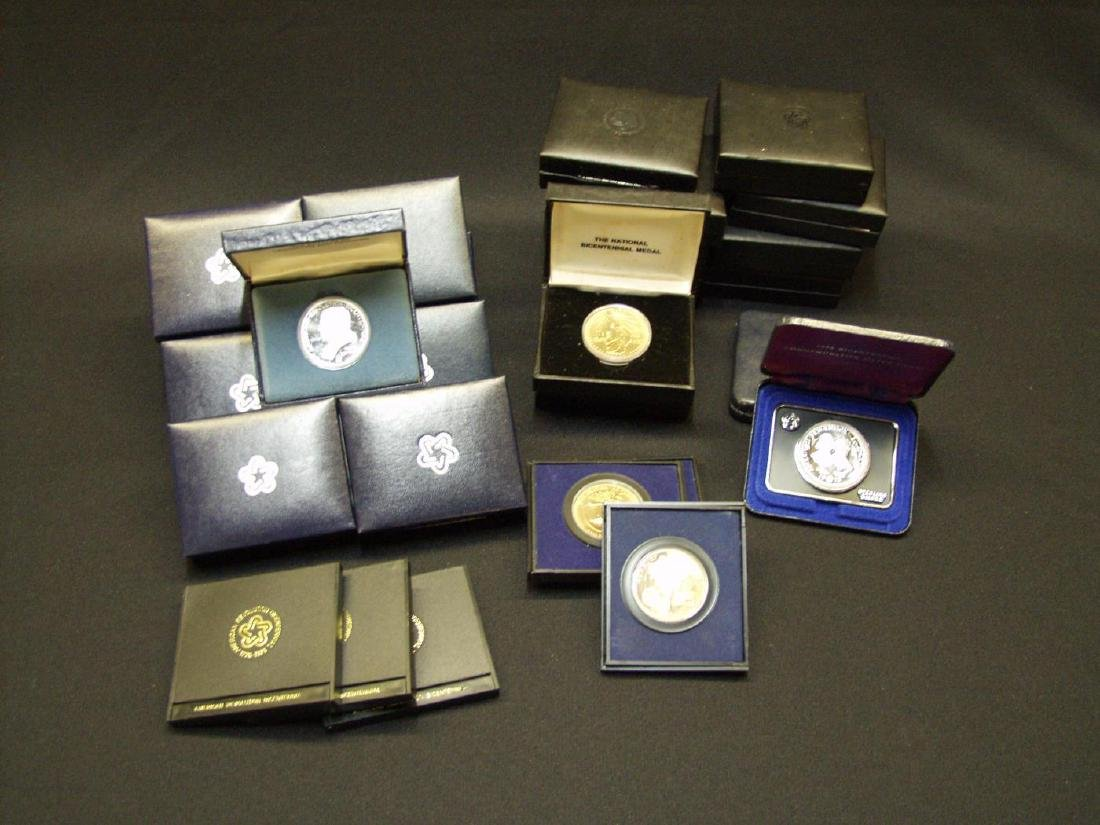 GROUP LOT OF BICENTENNIAL COLLECTOR MEDALS