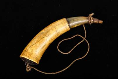 (18th c) RARE AND IMPORTANT ENGRAVED POWDER HORN