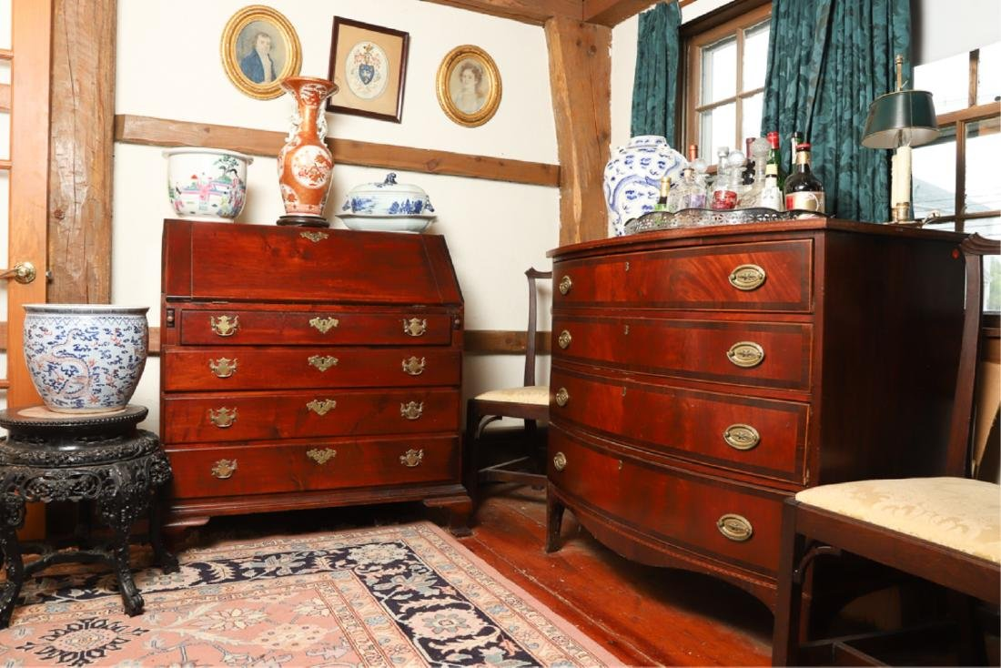 (18th c) CHIPPENDALE MAHOGANY SLANTFRONT DESK