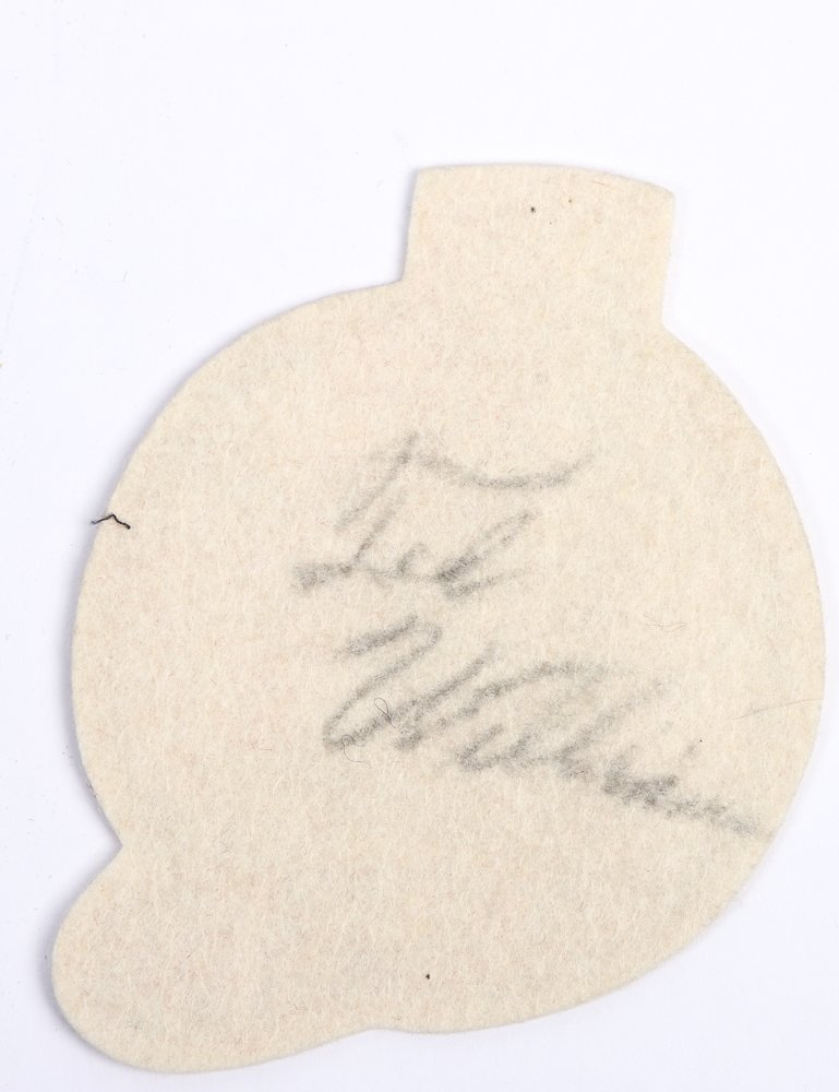 TED WILLIAMS SIGNED VINTAGE RED SOX FELT PATCH