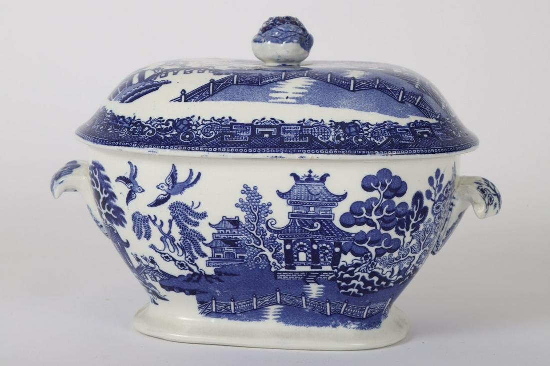 STAFFORDSHIRE WILLOW COVERED VEGETABLE DISH