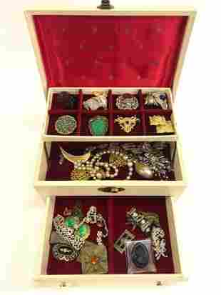 DISCOVERY LOT OF DESIGNER COSTUME JEWELRY