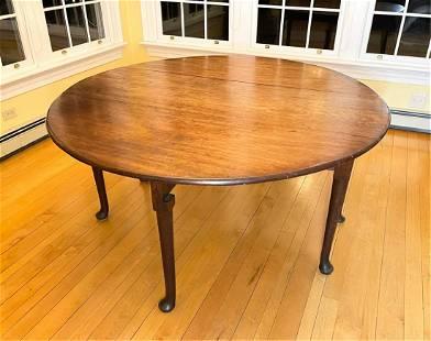 18TH CENTURY ENGLISH WALNUT DINING TABLE