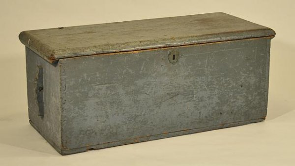 18: Early painted dovetailed sea chest. Length: 36 in.