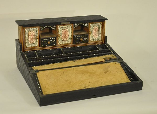 20: Colonial trade Indian writing desk in a fluted ebon