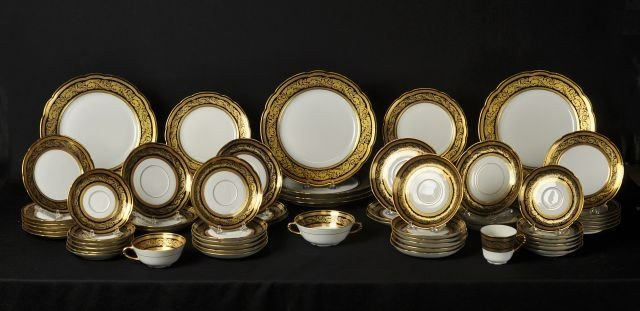 "4: L. Bernadaud Co, Limoges pattern ""Vendome"" dinner se"