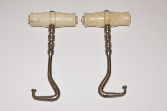 55: Early boot hooks with ivory handles