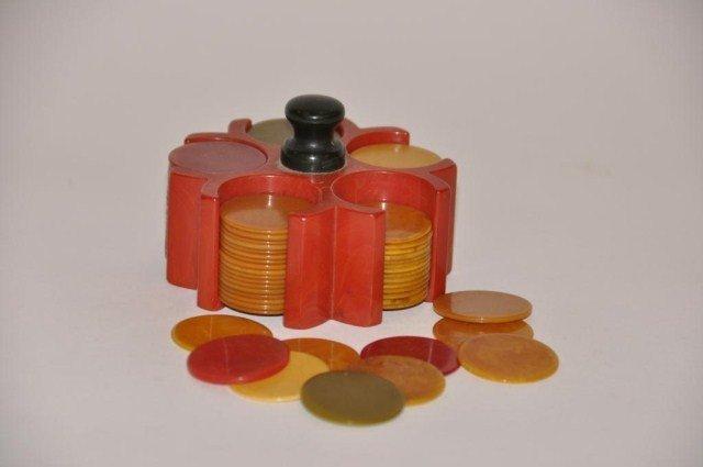 105: Small set vintage bakelite chips in red holder
