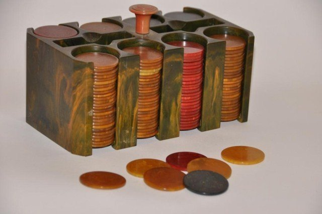 109: Vintage set of bakelite poker chips