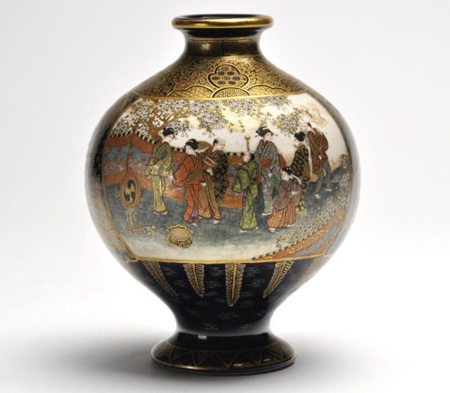 36: Very fine Satsuma bulbous form Vase, Meiji period