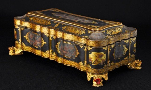 49: Chinese export gilt and black lacquer box