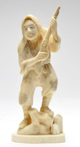 118: Japanese ivory carving of hunter with gun, Signed
