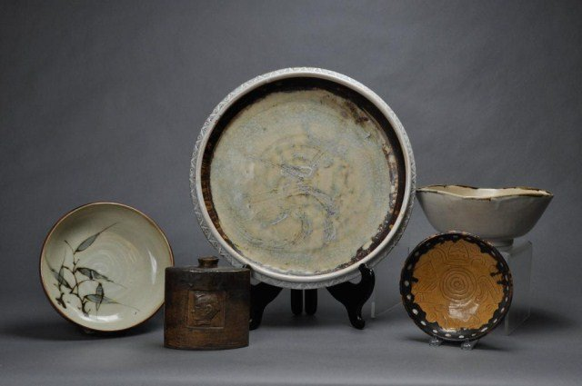 13: Five pieces of contemporary Asian pottery