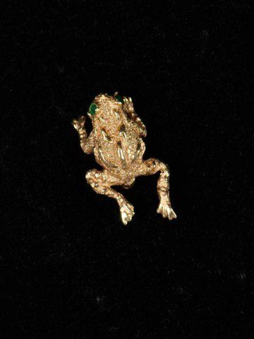 535: 14k gold frog pin set with emerald eyes