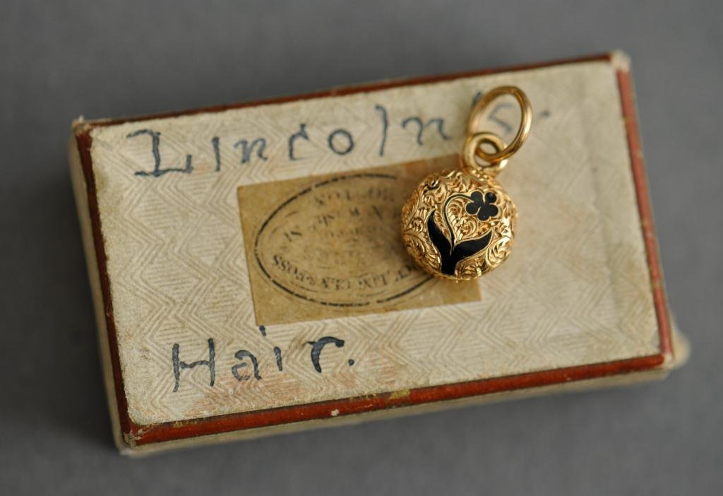 President Abraham Lincoln, Mourning Locket