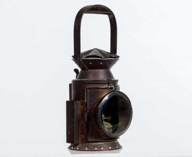 BRASS CARRIAGE LAMP WITH SHERWOODS BURNER