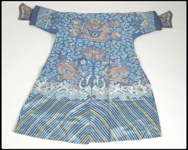 287: 19th century silk robe with extensive embroi