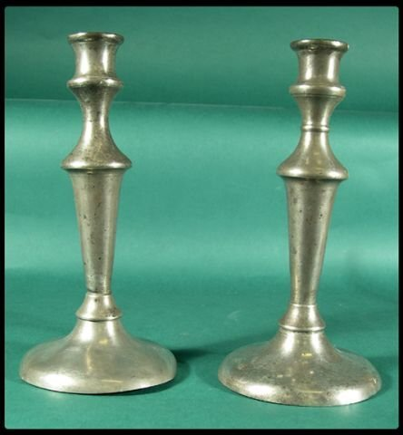653: Pair of pewter candlesticks with tapered stem and