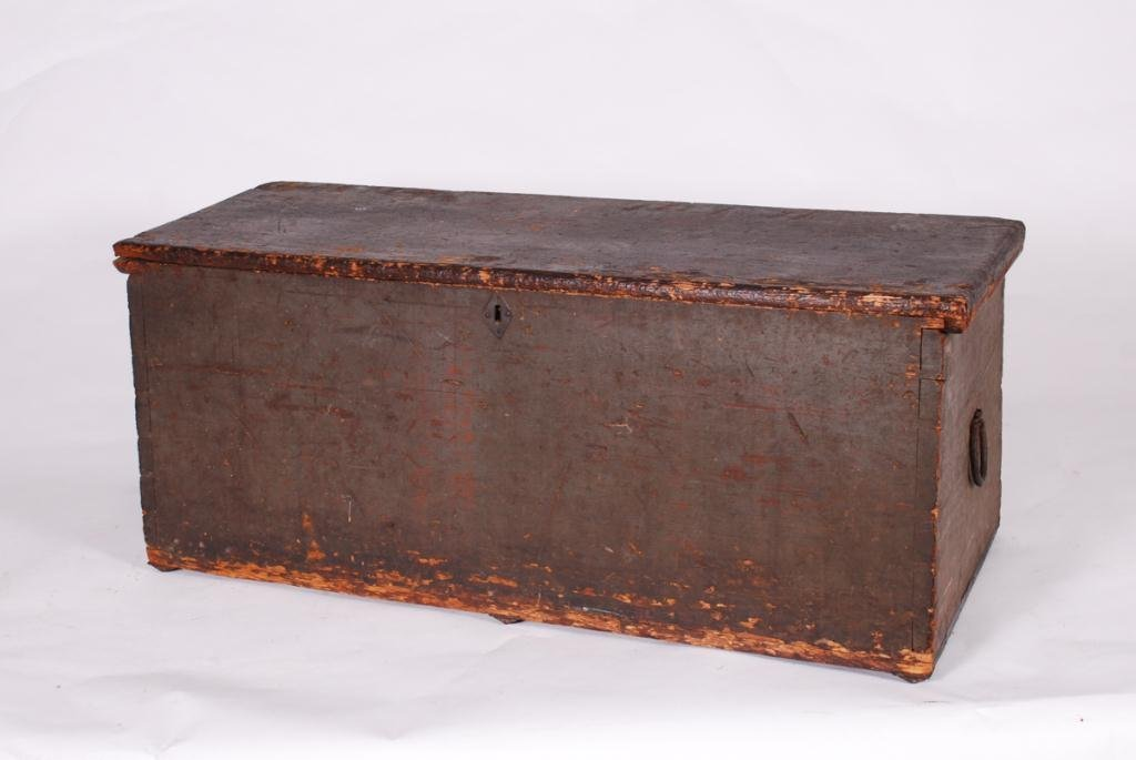 (19th c) SEAMAN'S SIX BOARD DOVETAILED CHEST